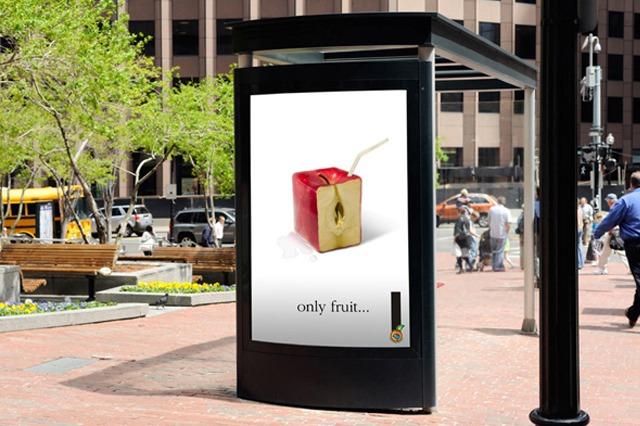 Cartel Vía Pública Only Fruit.... Manzana. Campaña lanzamiento de los zumos de fruta naturales, de Cooperativa Frutícola.